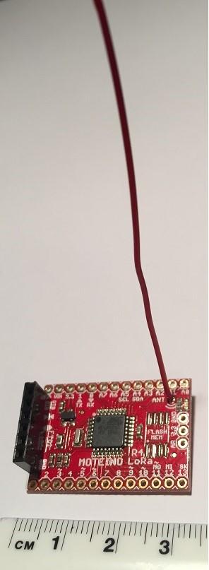 Moteino mit Prozessor ATmega328 und LoRa Sendemodul und Antenne